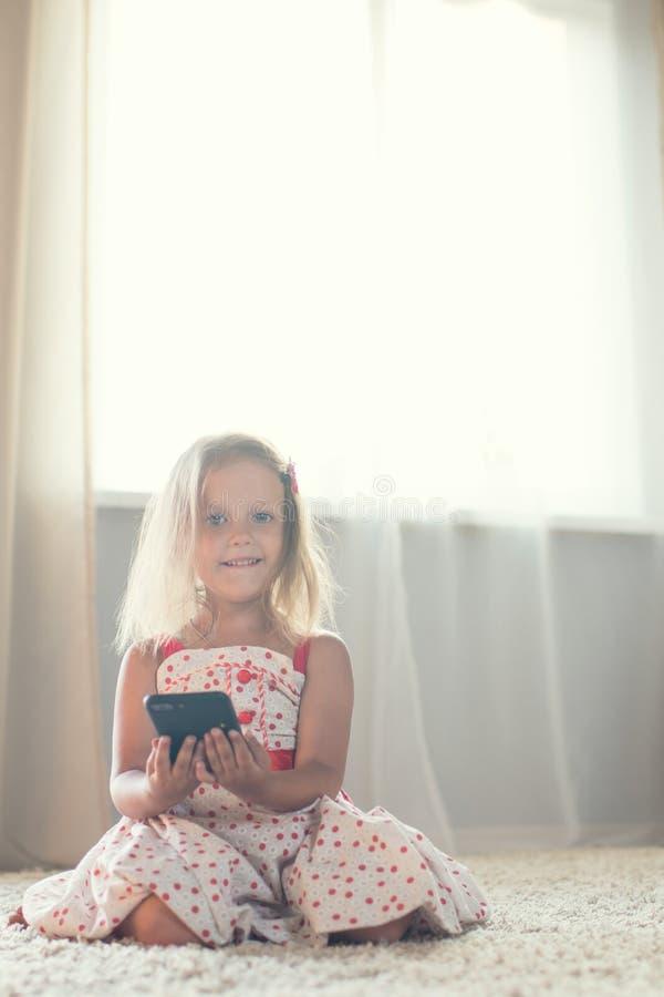Meisje thuis royalty-vrije stock foto's