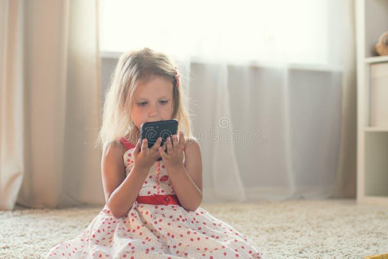 Meisje thuis royalty-vrije stock fotografie