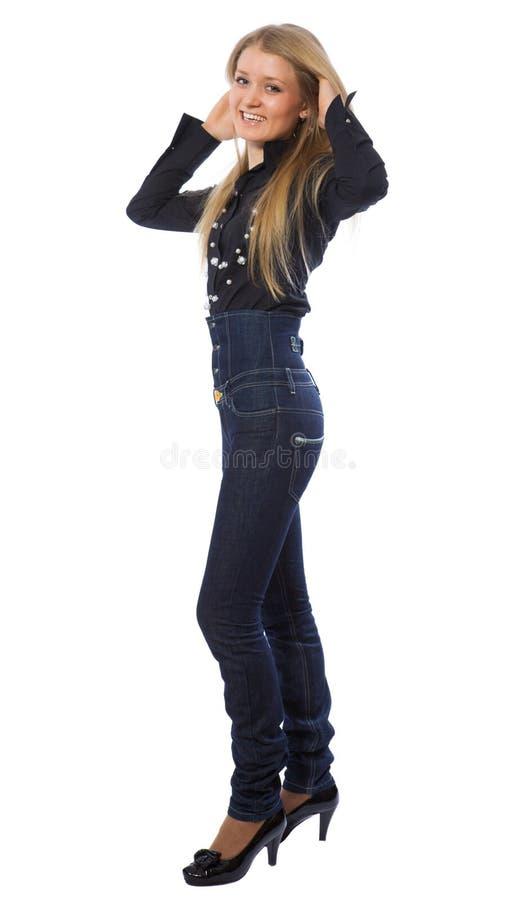 Meisje van de schoonheid kleedde zich in donkerblauwe jeans stock foto