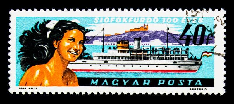Meisje, veerboot Beloiannisz, Tihany-Abdij, de Zomertoevlucht Siofok, stock foto