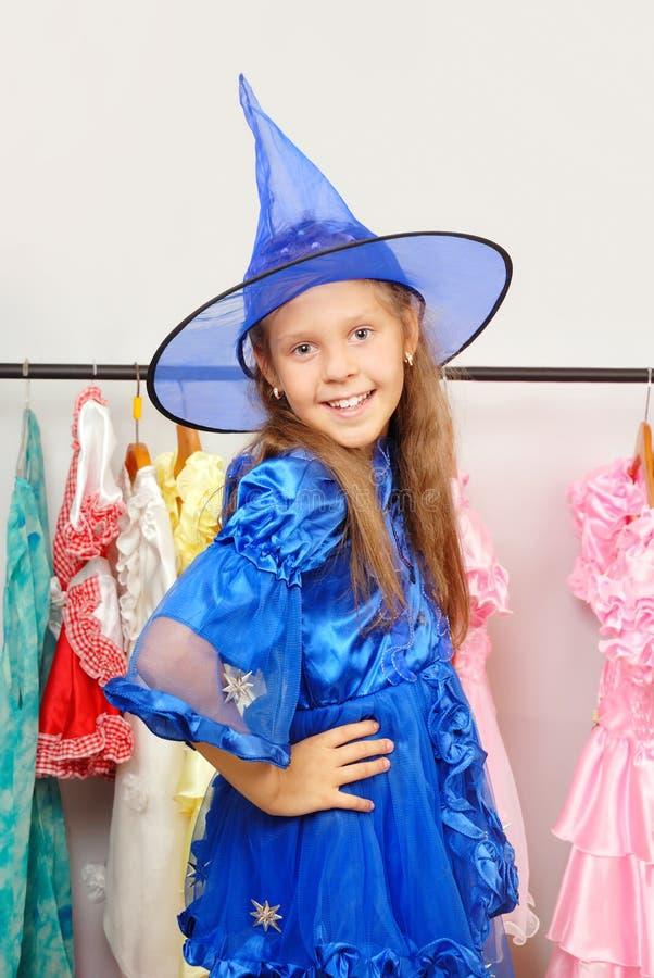 Meisje in winkel van kleding royalty-vrije stock foto's