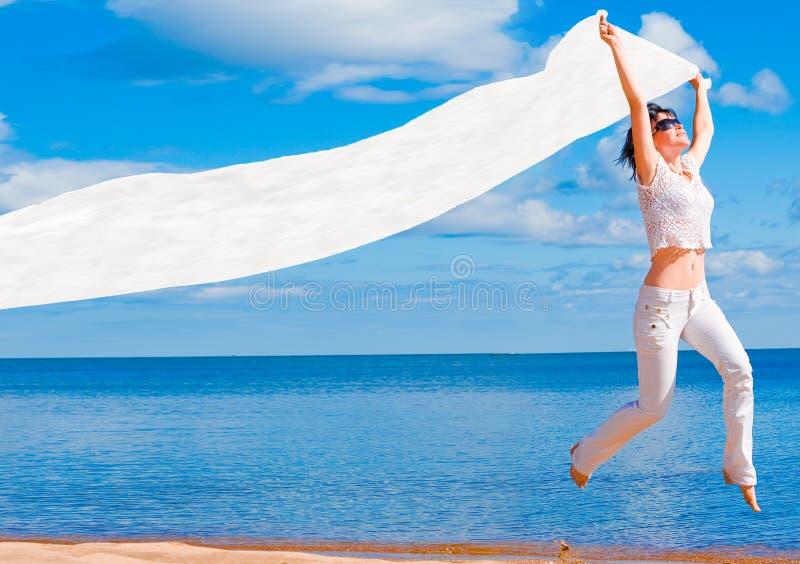 Meisje in wit stock afbeeldingen