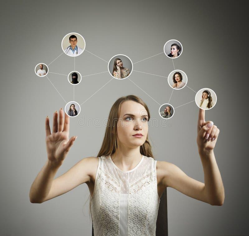 Meisje in wit Sociaal netwerk stock afbeeldingen