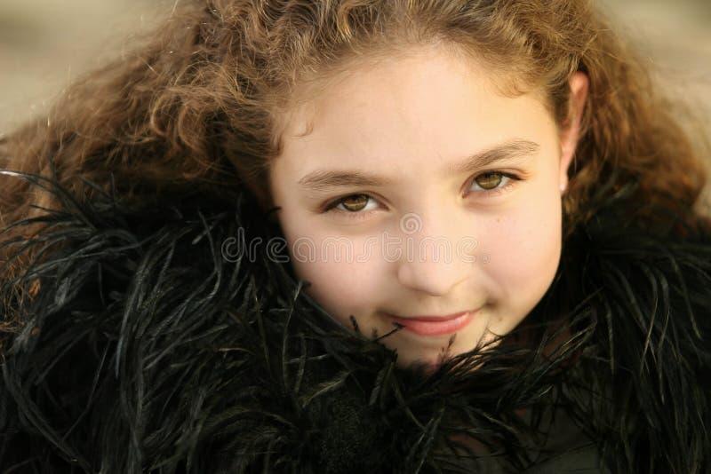 Meisje in zwarte veren royalty-vrije stock afbeeldingen