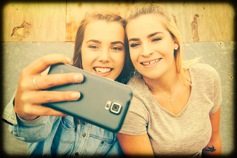 Meisjes die selfie nemen stock foto's