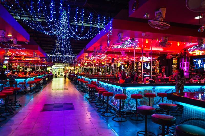 Meisjes in een nachtclub royalty-vrije stock afbeelding