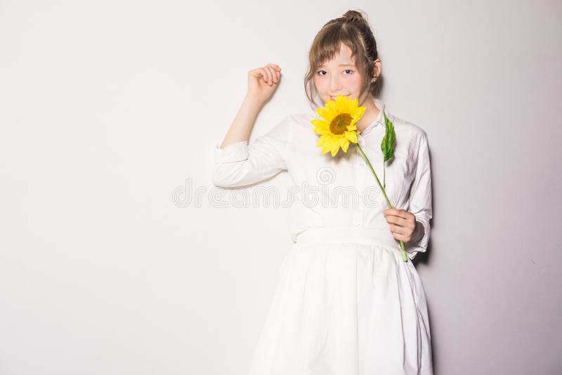 Meisjes en bloemen III royalty-vrije stock foto's