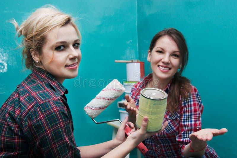 Meisjes en reparatie royalty-vrije stock fotografie