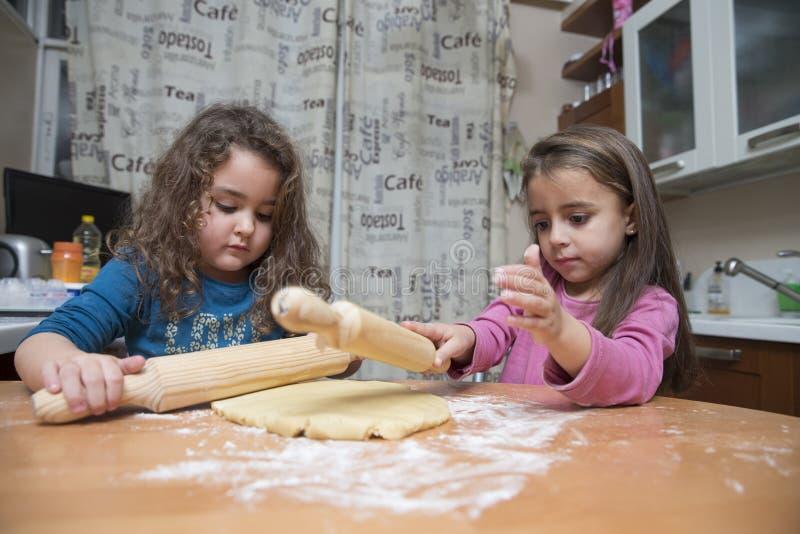 Meisjes het koken royalty-vrije stock afbeelding
