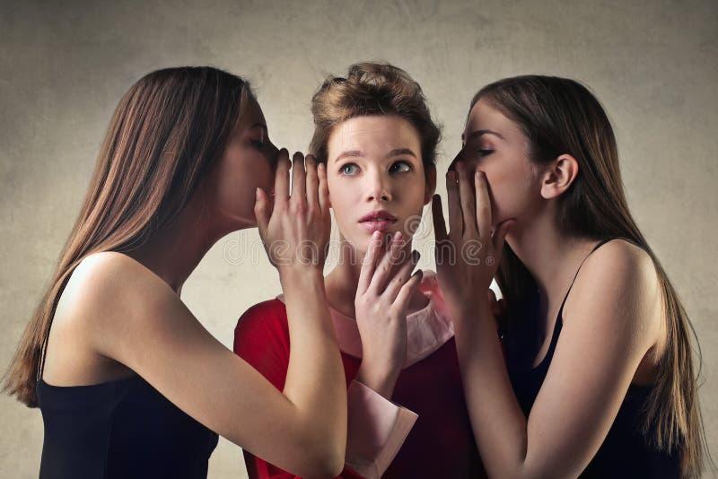 Meisjes het roddelen stock foto's