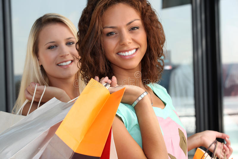 Meisjes het winkelen royalty-vrije stock fotografie
