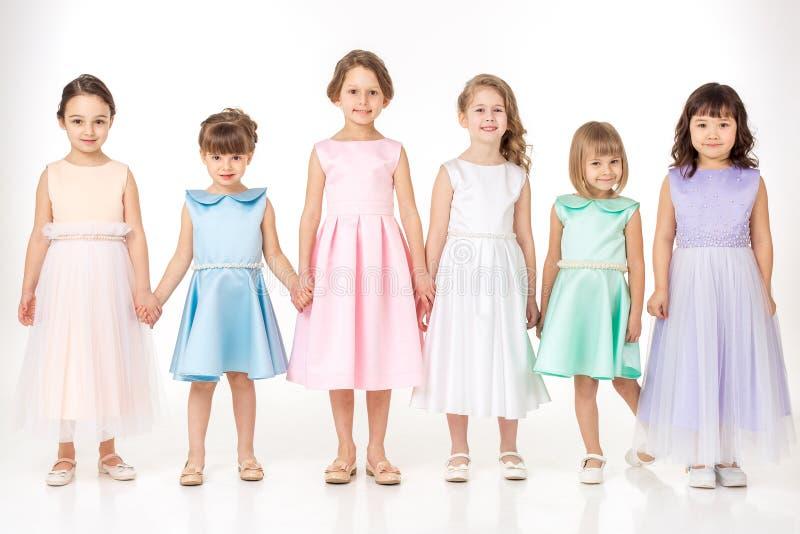 Meisjes in kleding van prinsessen royalty-vrije stock foto's