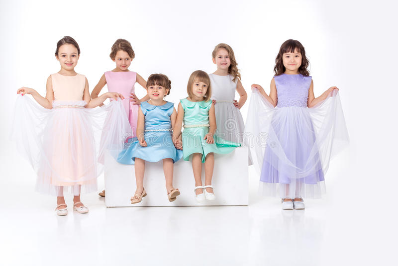 Meisjes in kleding van prinsessen stock foto