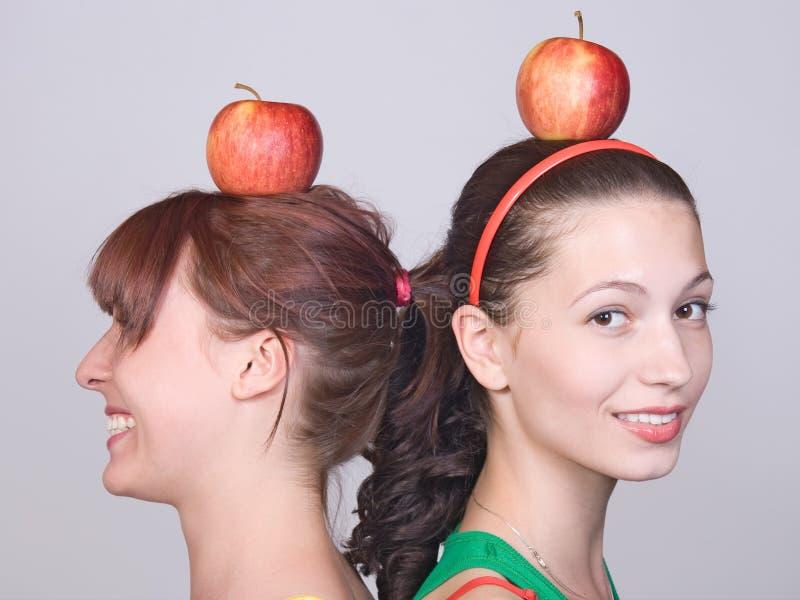 Meisjes met appel stock foto's