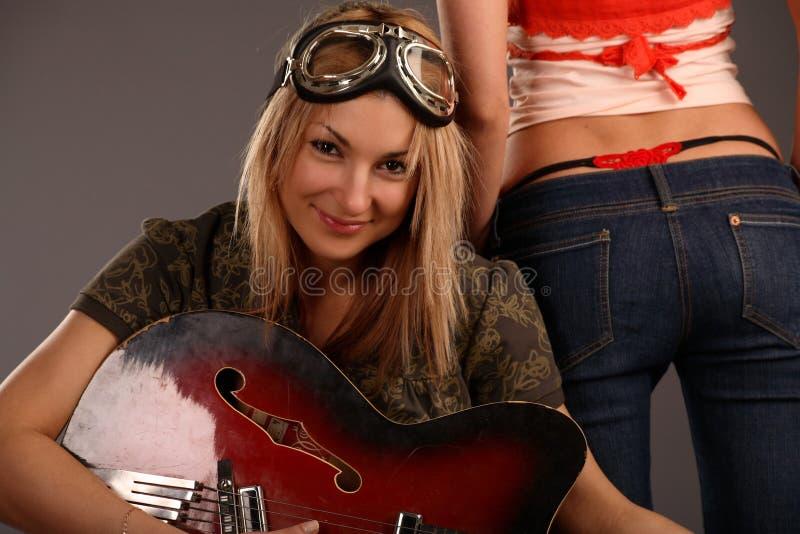 Meisjes met gitaren stock foto