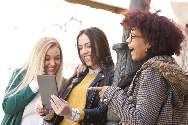 Meisjes met tablet royalty-vrije stock foto