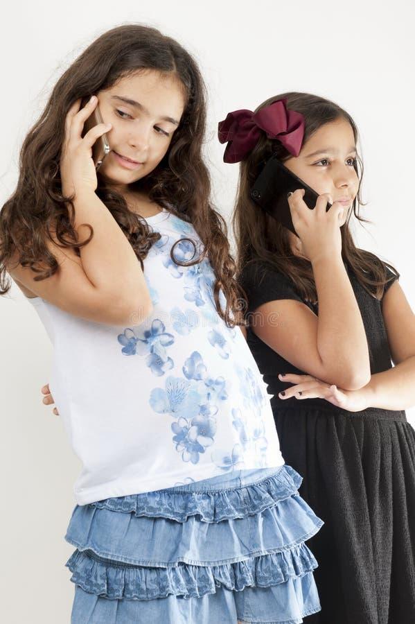 Meisjes met telefoon royalty-vrije stock afbeeldingen