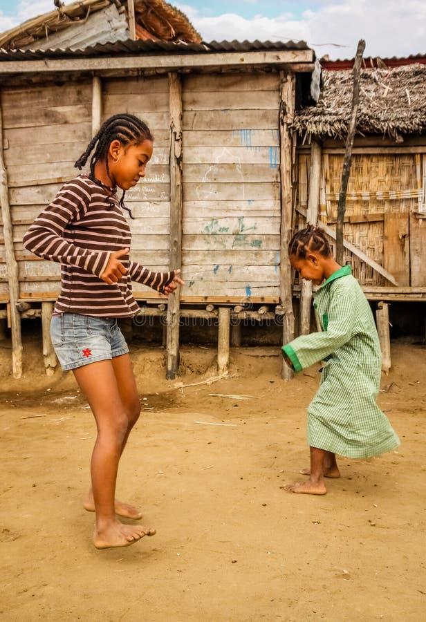 Meisjes spelen het van Madagascar stock foto's