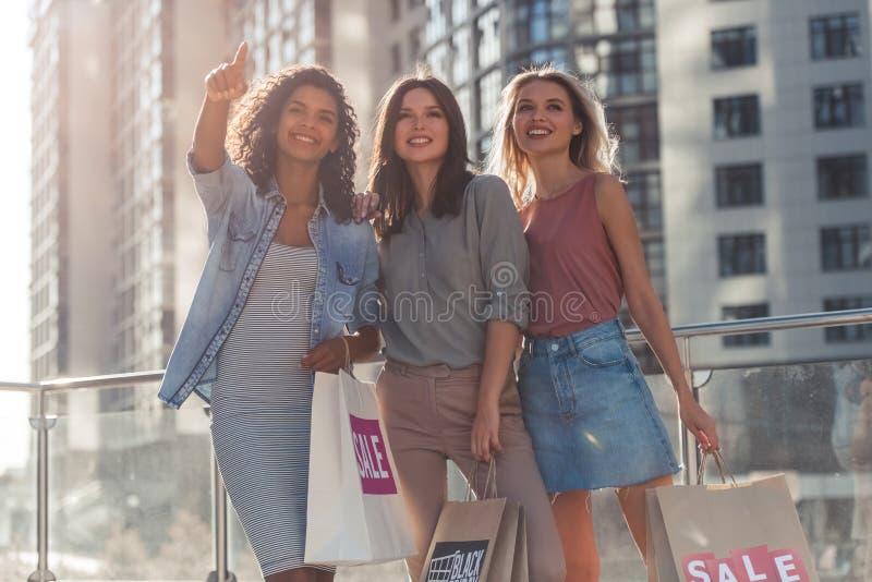 Meisjes in stad royalty-vrije stock foto's