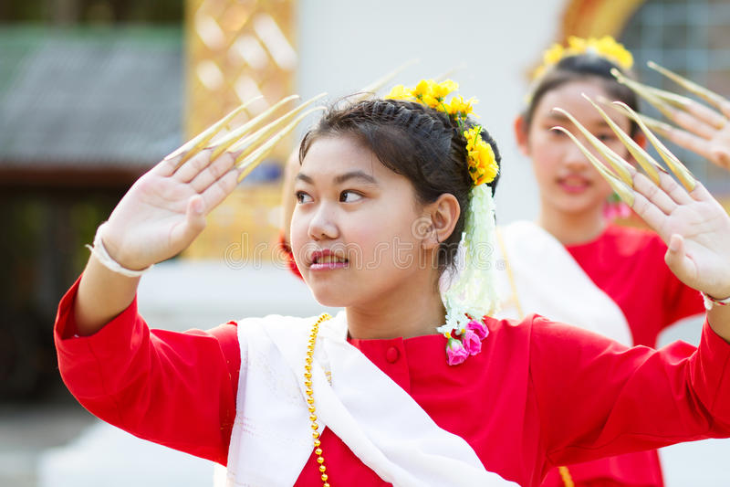 Meisjes in Thais traditioneel kostuum royalty-vrije stock fotografie