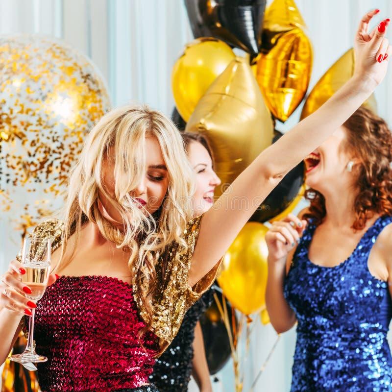 Meisjes van de de dag dansende viering van de kippenpartij de speciale royalty-vrije stock foto