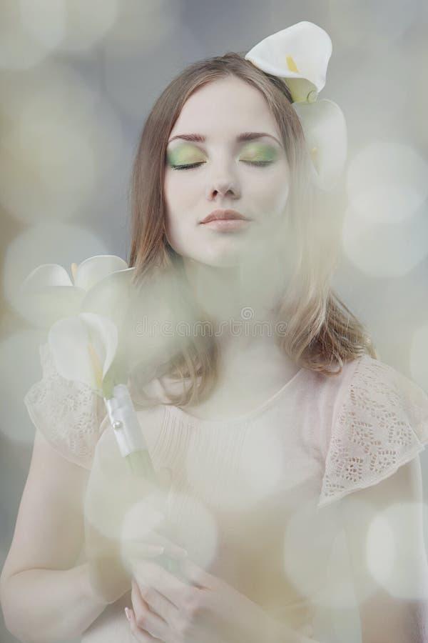 Meisjes whith bloemen royalty-vrije stock fotografie