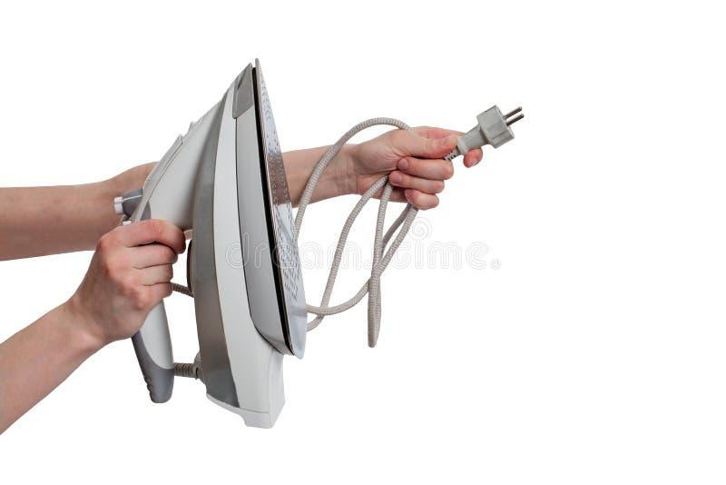meisjeshanden het houden stopt en elektrisch die ijzer op witte dichte omhooggaand wordt geïsoleerd als achtergrond royalty-vrije stock foto
