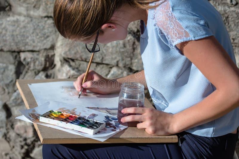 Meisjestekening met waterverf royalty-vrije stock foto