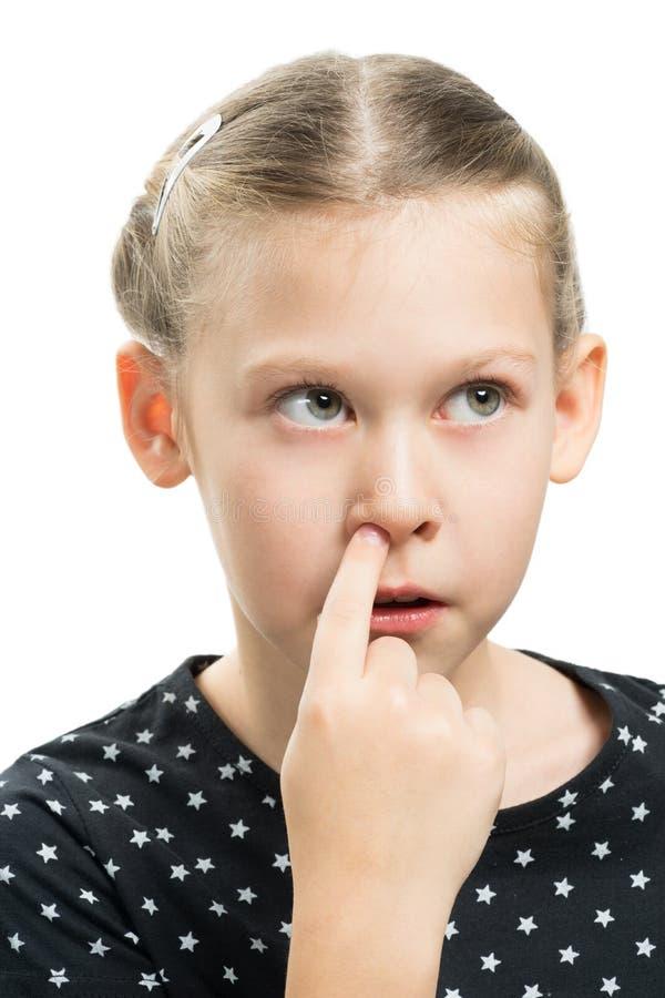 Meisjesvinger in neus royalty-vrije stock afbeelding