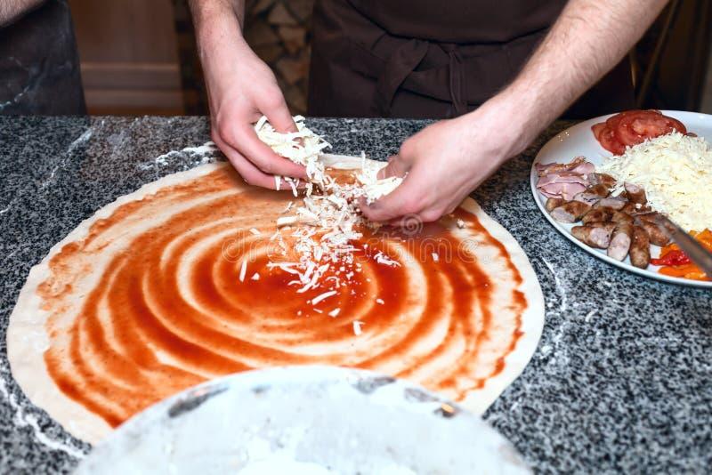 Meister пиццы стоковое изображение rf