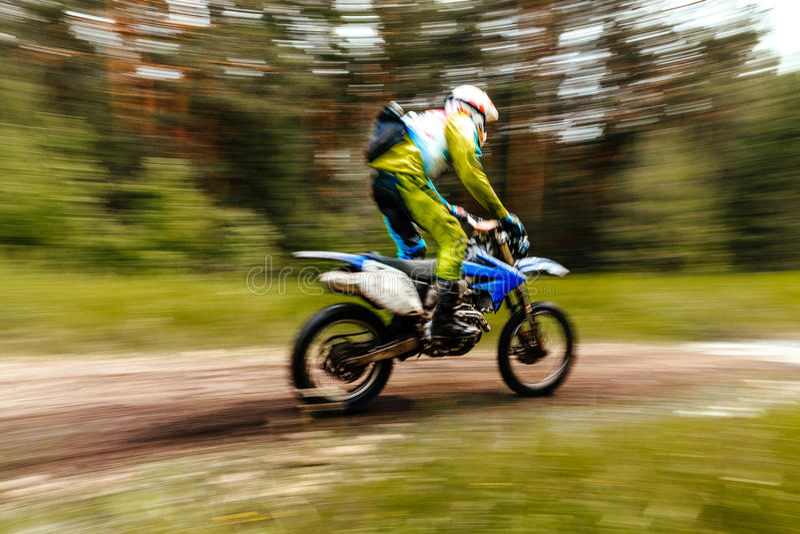 Meisterschaftsmotocross im Wald stockfoto