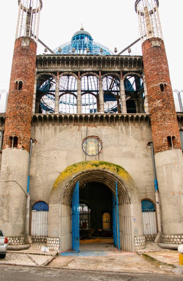 Mejorada del Campo, Madrid, Spagna; 12-12-2010: Cattedrale di Justo Gallego Martinez Facciata principale di questa costruzione es fotografia stock libera da diritti