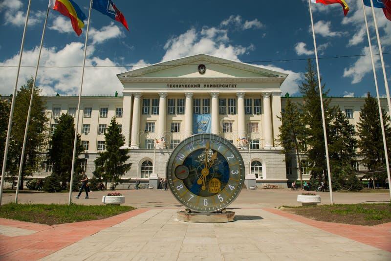 Mekanisk klocka framme av universitetet i Rostov On Don arkivbilder