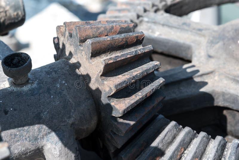 Mekaniskt kugghjul för dammlucka och stort tandat hjul royaltyfri foto