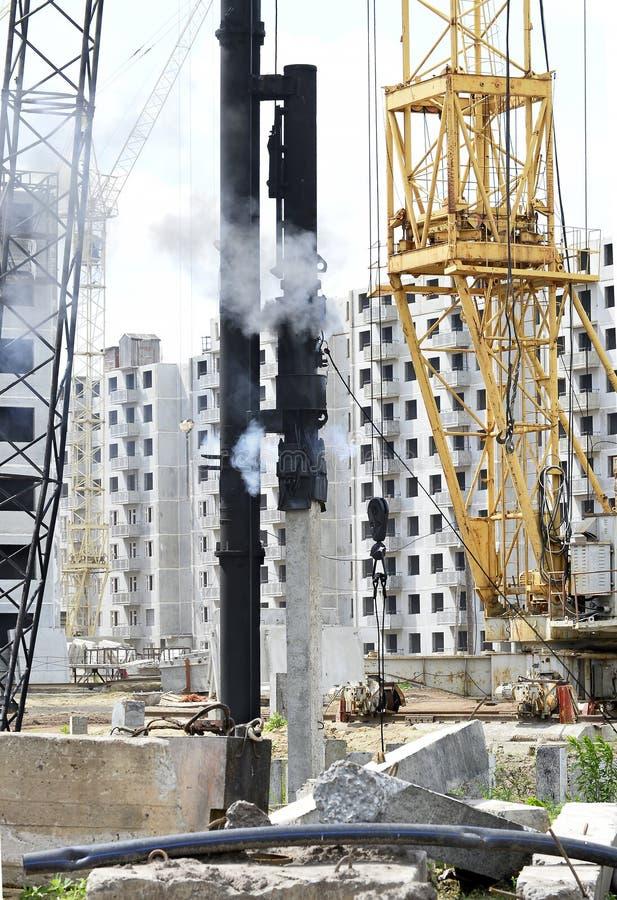 Mekanismställninghögar på konstruktionsplatsen royaltyfria foton
