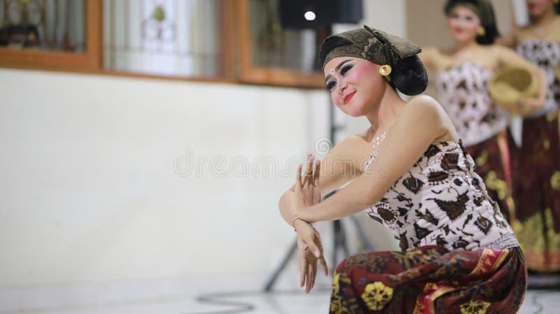 MEKIPUT ENDUT巴厘岛舞蹈TADITIONAL 免版税库存照片