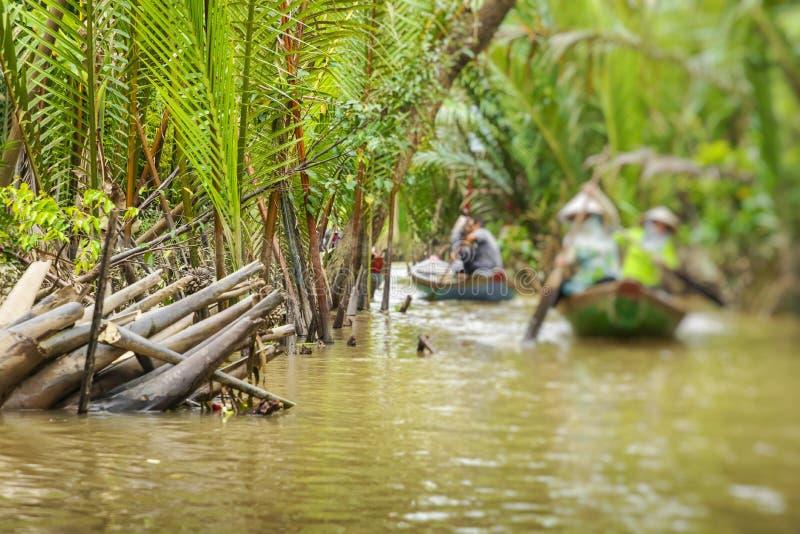 Mekong delty dżungli Rzeczny rejs z niezidentyfikowanym craftman i zdjęcia royalty free