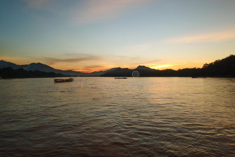 Mekong River em Luang Prabang foto de stock