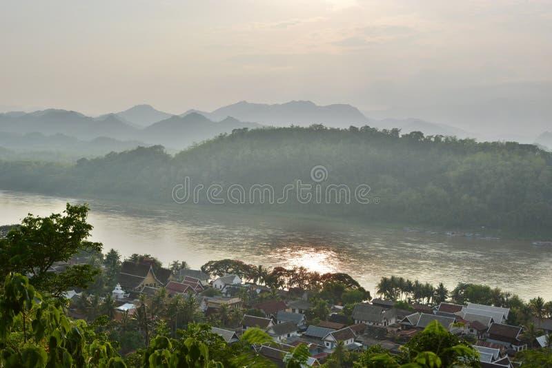 Mekong River sikt från monteringen Phousi Luang Prabang laos arkivfoto