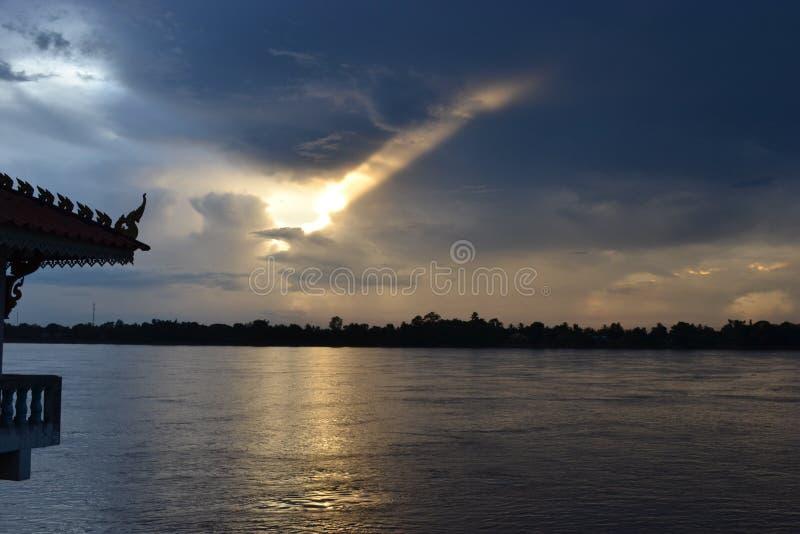 Mekong River/solnedgång/afton/koppla av/himmel royaltyfria bilder