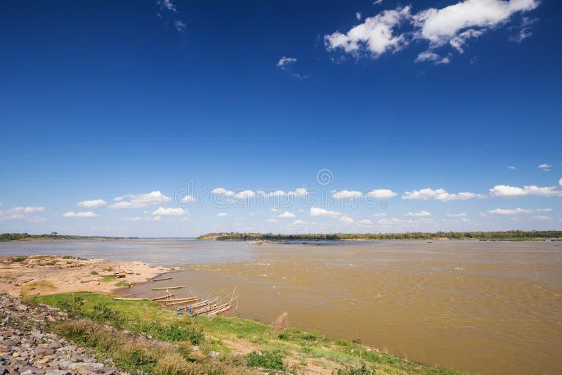 Mekong rivier bij Keang-Ka Bao, Mukdahan, Thailand stock foto's
