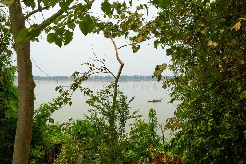 Mekong Rivier in Kratie, Kambodja tijdens droog seizoen stock afbeelding