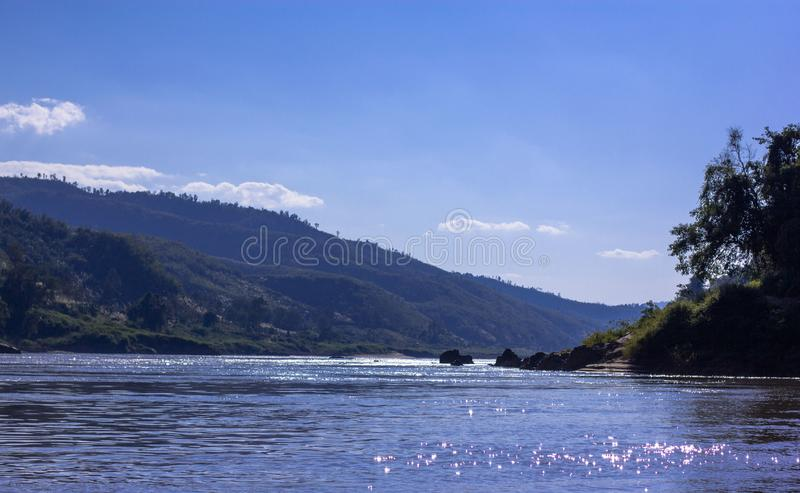 Mekong riviermening in Laos stock foto's