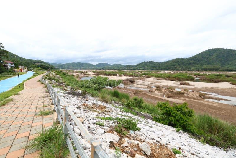 Mekongfloden efter en drastisk sänkning av vattennivån royaltyfri fotografi