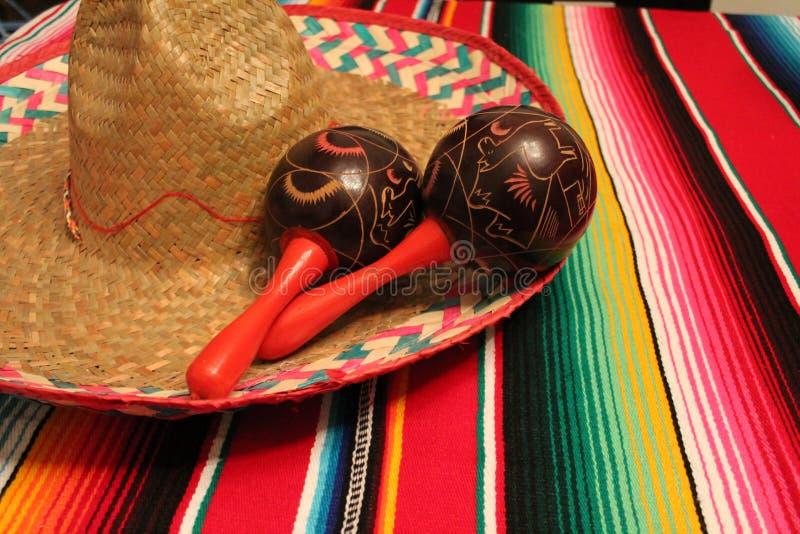Meksyk poncho sombrero marakasów tła fiesta cinco de Mayo dekoraci chorągiewka obrazy stock
