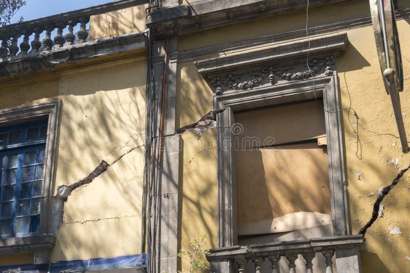 Meksyk uszkadzał budynek po 2017 trzęsienia ziemi obraz royalty free