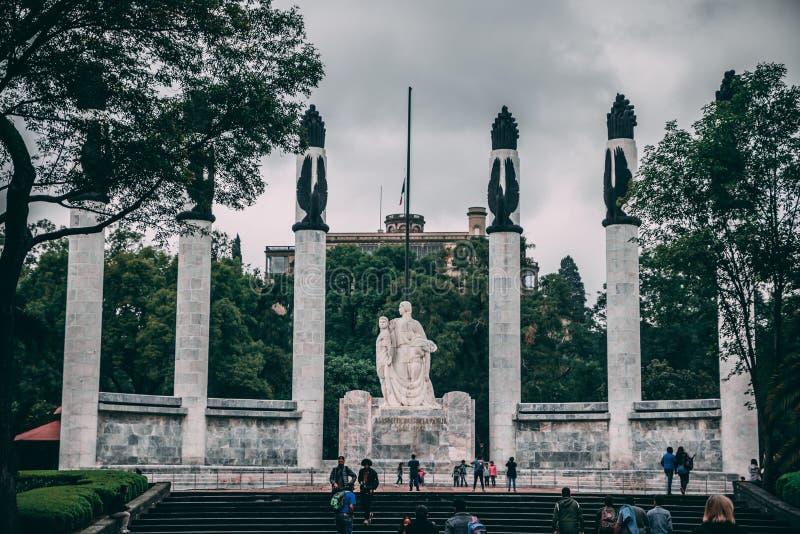 MEKSYK, WRZESIEŃ - 29: Statua na cześć ojczyzna obrońców fotografia royalty free