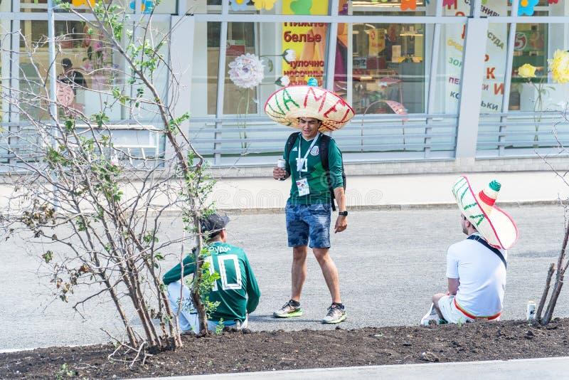Meksykańscy fan piłki nożnej na ulicach Samara podczas futbolowego pucharu świata 2018 obraz stock