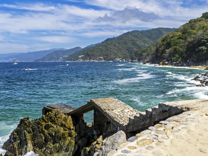 Meksykański oceanu spokojnego wybrzeże z molem fotografia royalty free