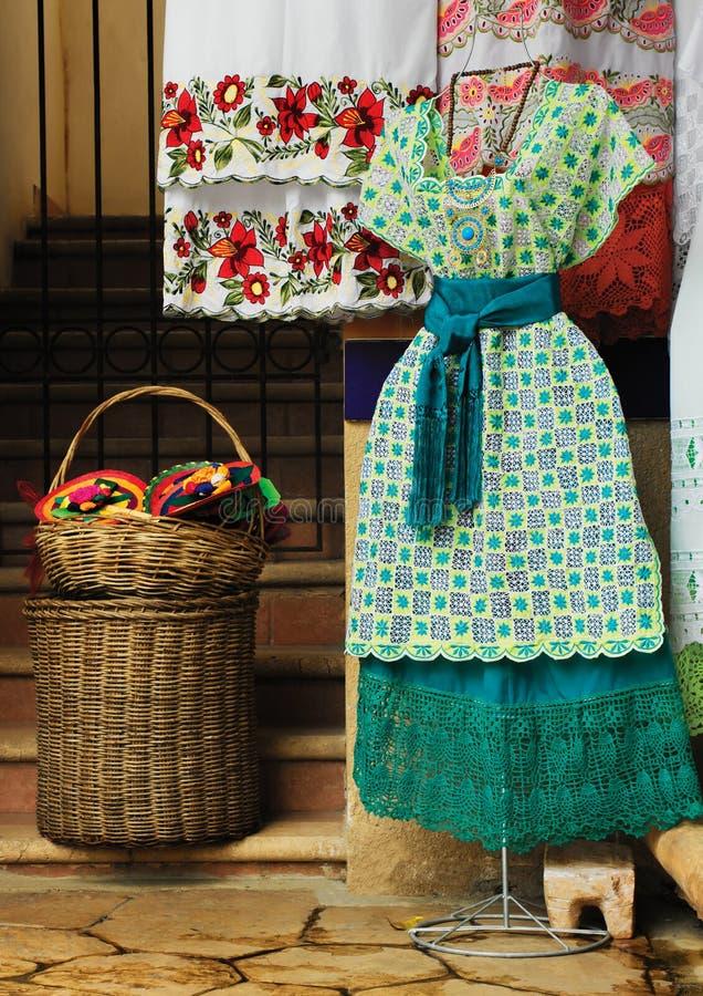Meksykańskie tradycyjne suknie obrazy stock